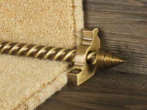 Arrow runner carpet rod, spiral rod, arrow-shaped end, bracket, antique brass