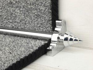 Arrow-shaped carpet rod with bracket, chrome