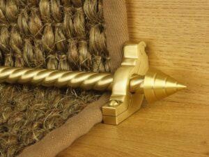Arrow runner carpet rod, spiral rod, arrow-shaped end, bracket, satin brass