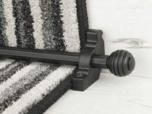 Sphere runner carpet rod, reeded design, grooved ball end, black