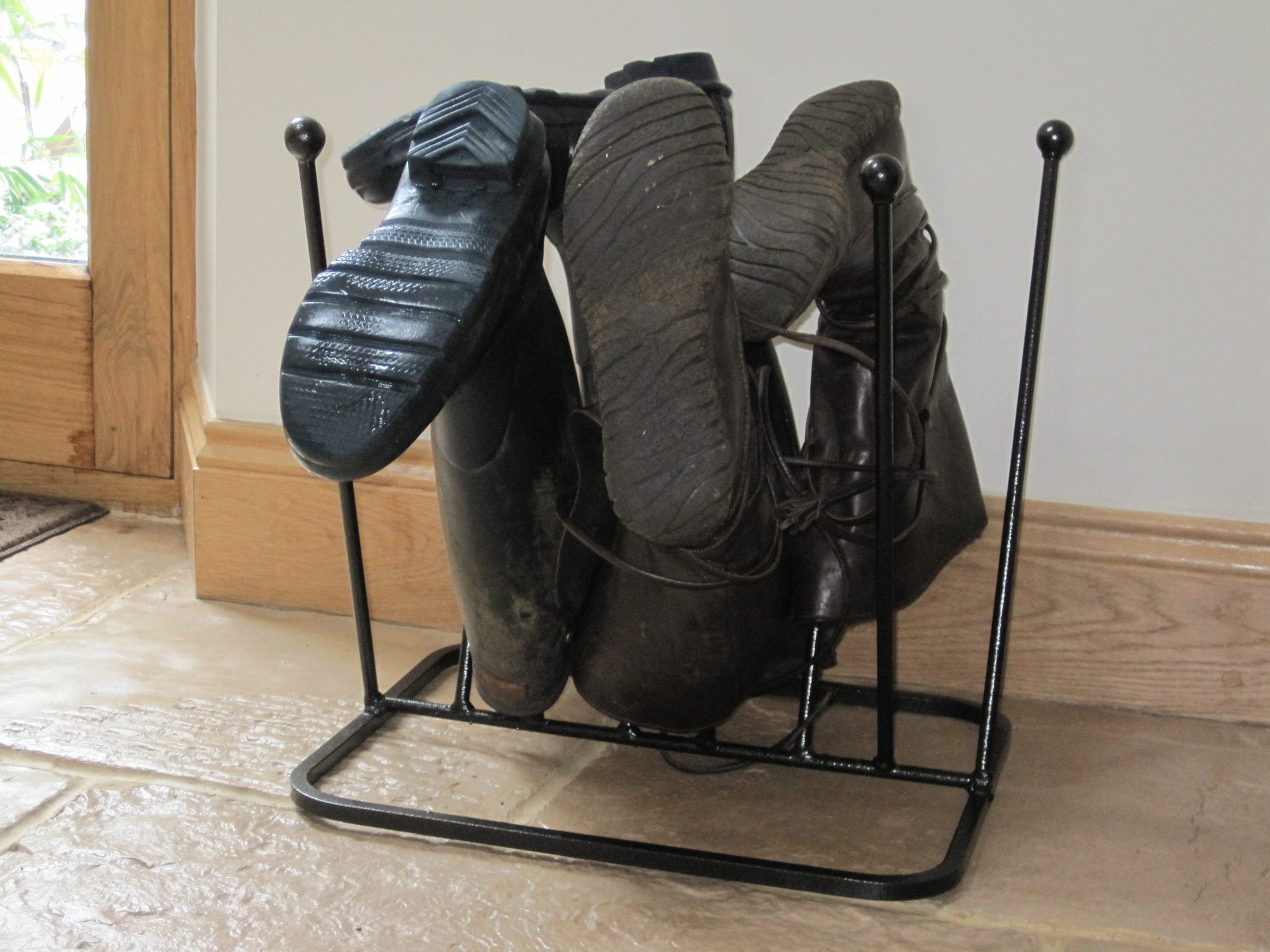 Boot rack for 5 pairs of wellingtons, black metal