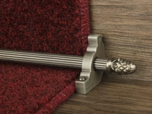 Sherwood carpet rod with fir cone finial, bracket in pewter