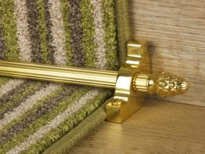 Sherwood carpet rod with fir cone finial, bracket in polished brass