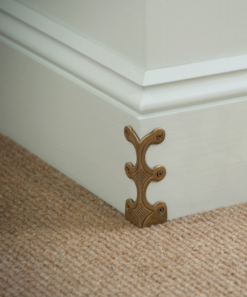 Skiffers protect skirting board corners