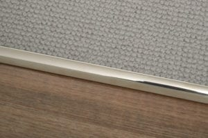 Premier Single 9 curved door bar connecting a beige carpet with a LVT wood-look floor in a doorway
