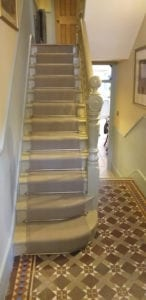 Curved stair rods fitted on stair runner