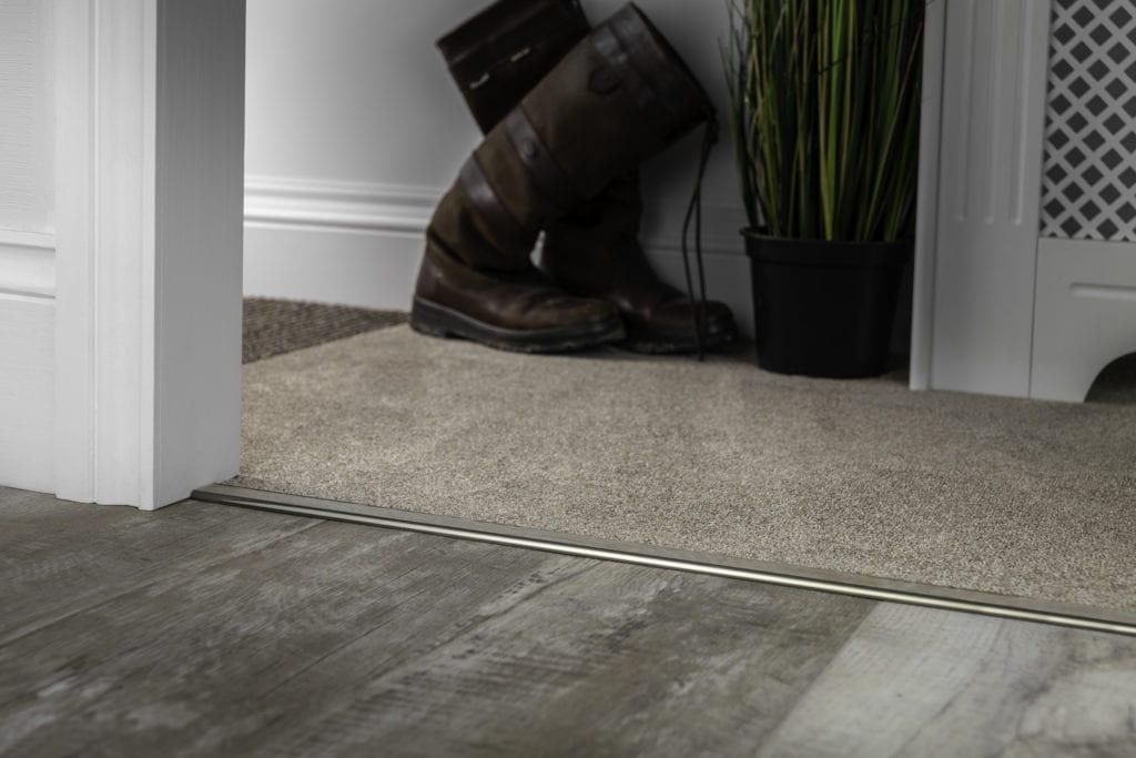 Carpet threshold - Ali TramlineZ in antique brass joins LVT to carpet
